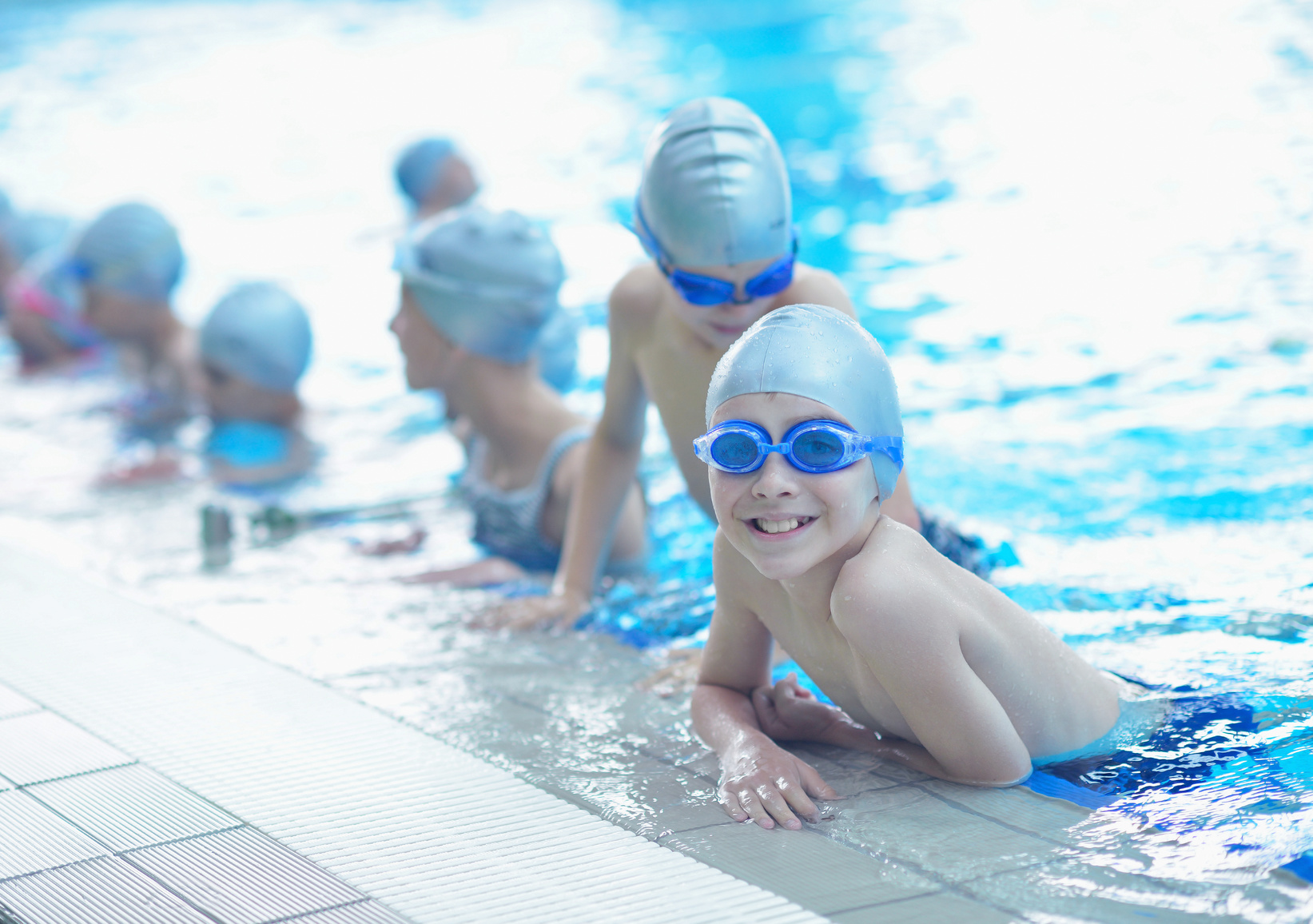 children-group-at-swimming-pool